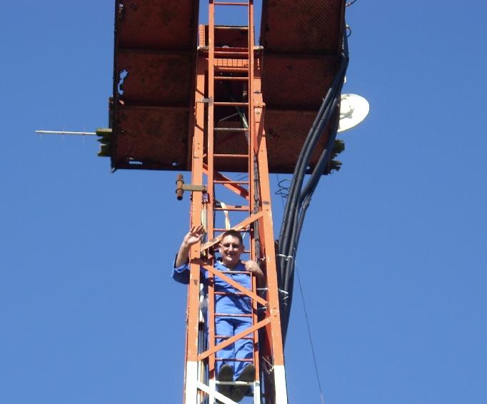 DL5DAA beim Abstieg vom Mast